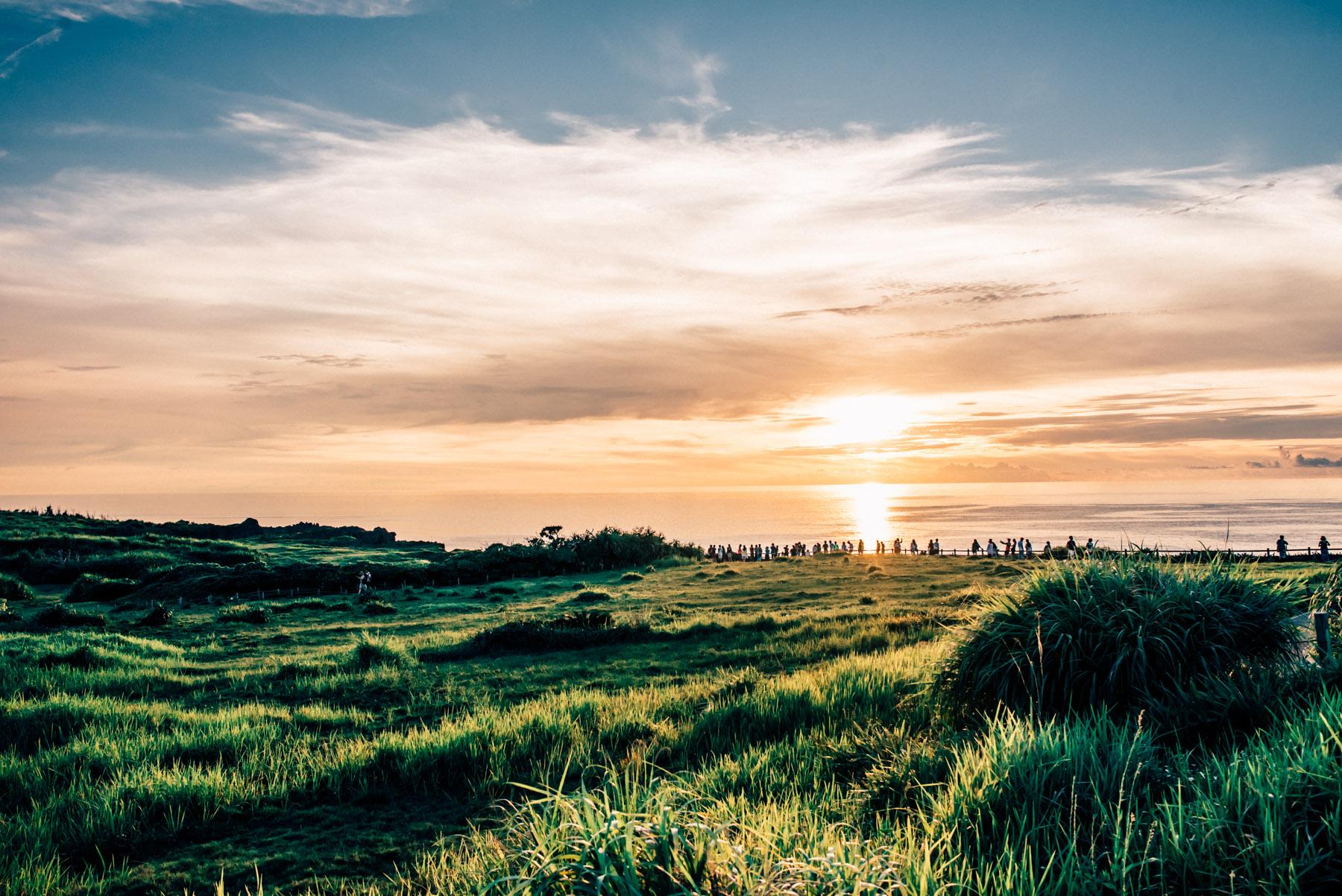 沖縄旅行1日目、読谷村の空気感と万座毛の夕日に心奪われた。