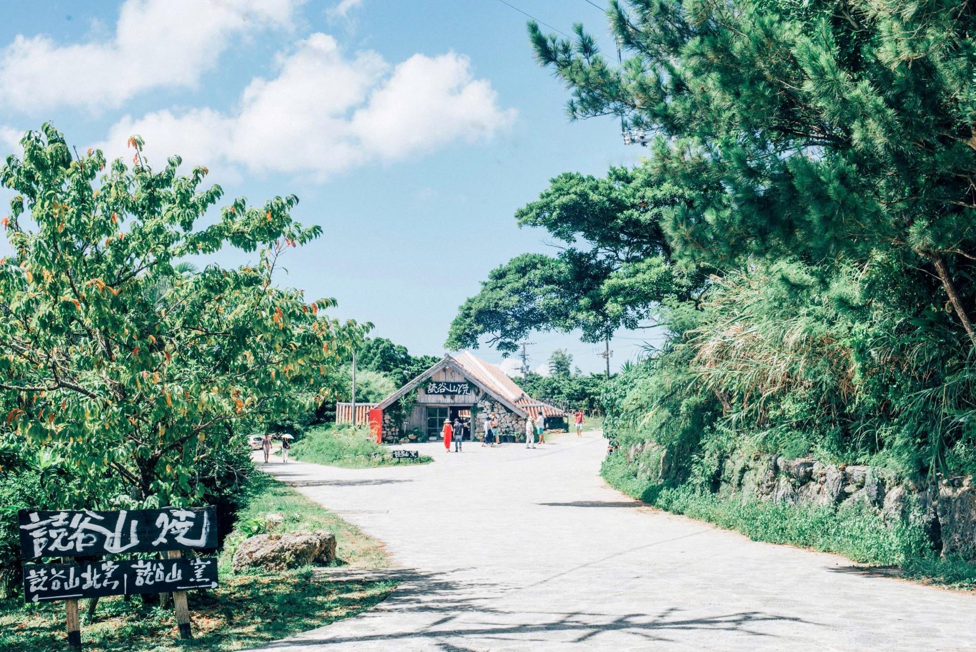 沖縄本島で絶対訪れるべき読谷村「やちむんの里」と、買ったやちむんたちを紹介します。