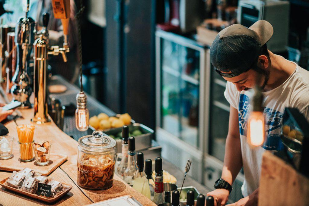 蔵前のおしゃれカフェ「Nui. Hostel & Bar Lounge」は居心地最高でつい長居してしまう空間
