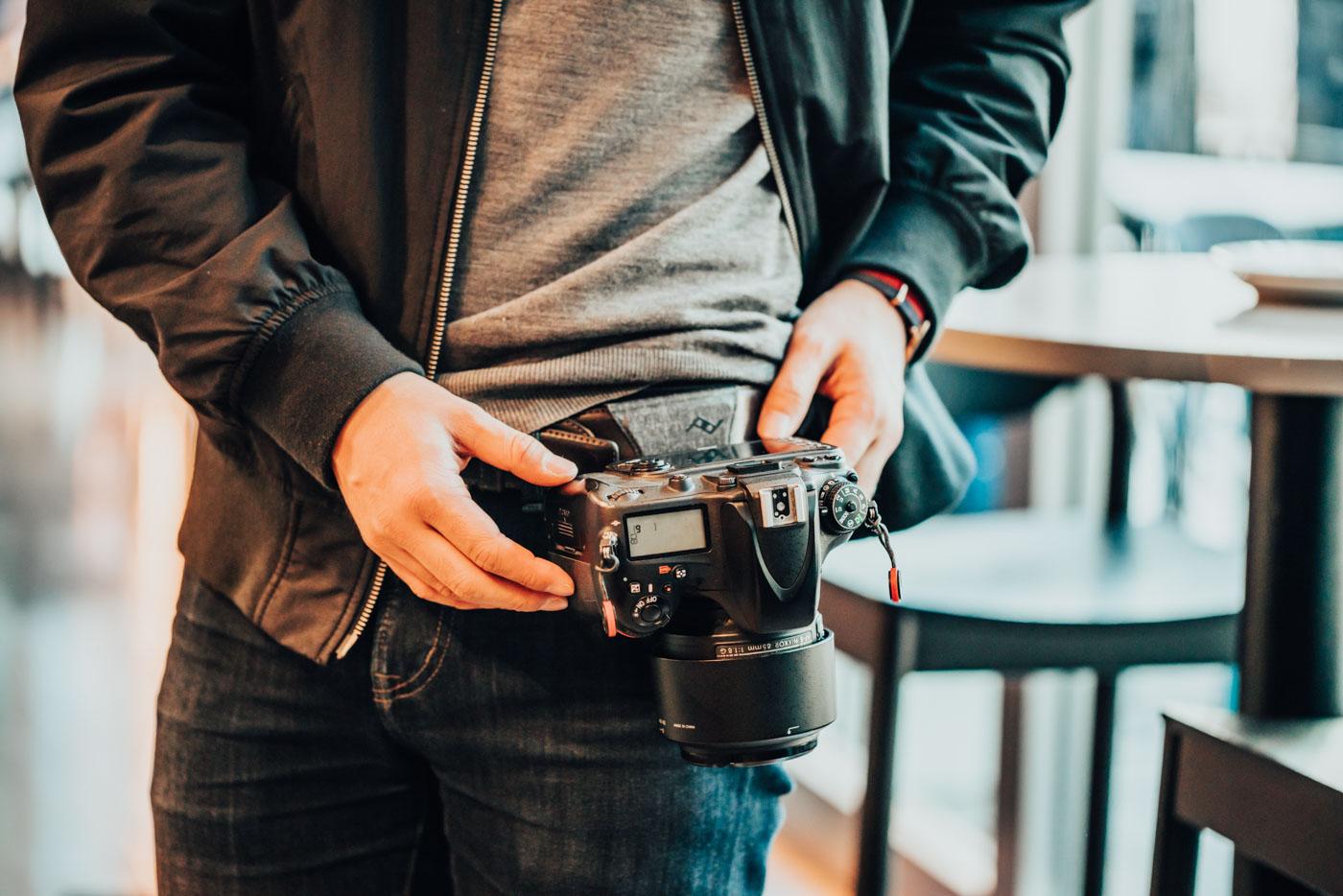 カメラをハンズフリーで持ち歩く。Peak Designのキャプチャー&プロパッドを紹介します