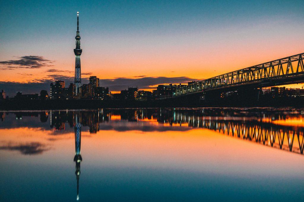 夕日に染まるスカイツリーが見える場所 -京成線四ツ木駅周辺の河川敷-